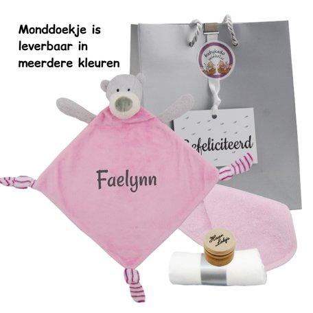 Babypakketje knuffeldoekje beertje roze met naam