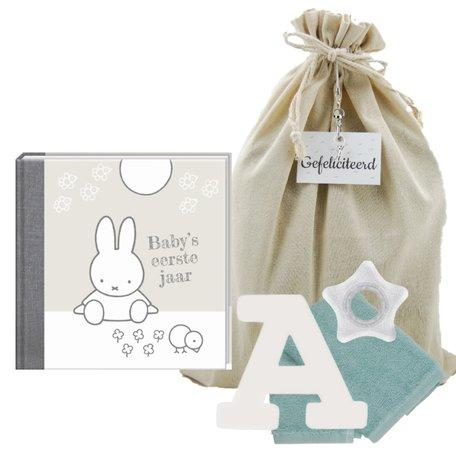 Baby Cadeauset Nijntje Boek Zilver met letter