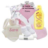 Babycadeaudoosje met knuffeldoekje roze met naam